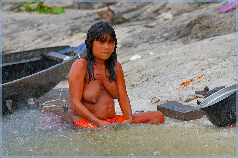 Regen am Rio Siapa Yanumami Dorf