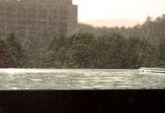 Regen auf dem Dachfenster