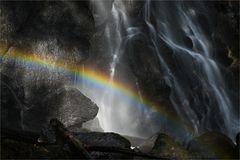 Regenbogen am Wasserfall