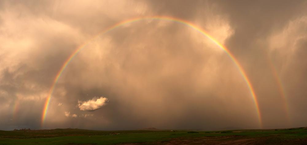 Regenbogen nahe Mongol Els