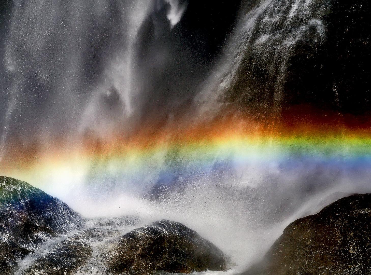 Regenbogen-Poésie im Wasserfall! - La naissance d'un arc-en-ciel!
