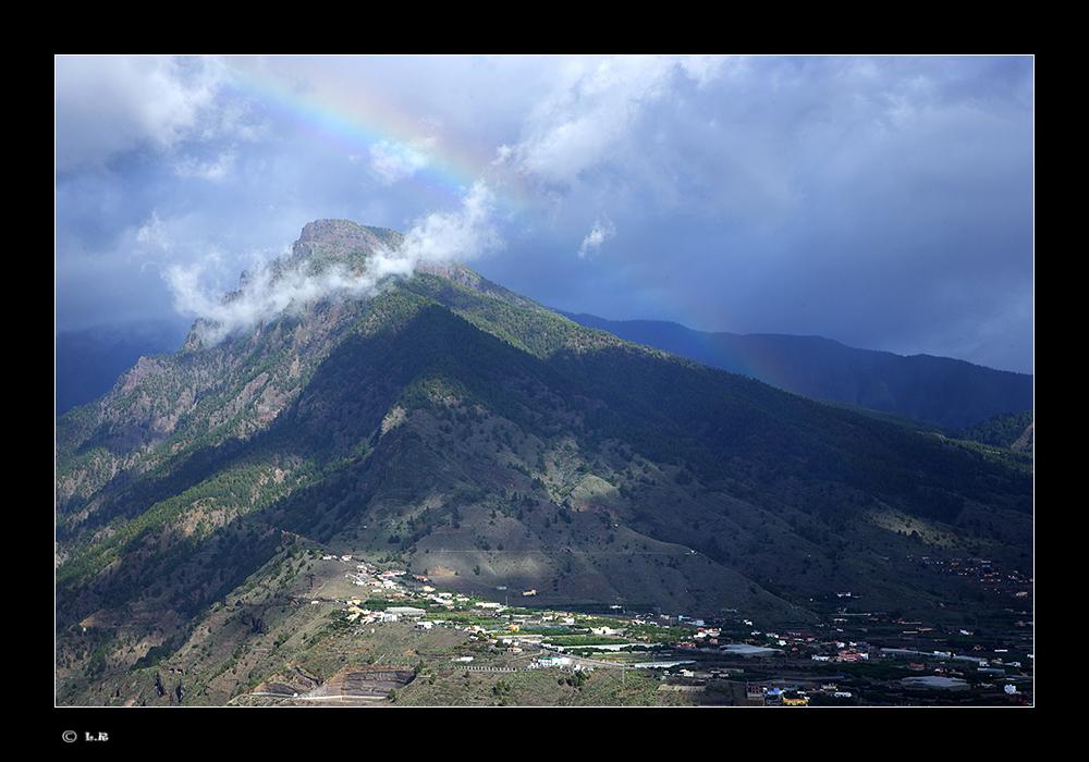 Regenbogen über dem Bejenado