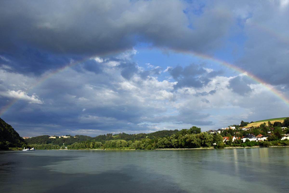 Regenbogen über dem Dreiflüsseeck in Passau
