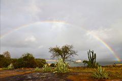 Regenbogen über dem Lake Mutirikwi