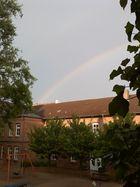 Regenbogen überm Kindergarten