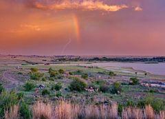Regenbogen und Blitz im Abendlicht - Südafrika