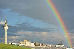 Regenbogen und Radarturm