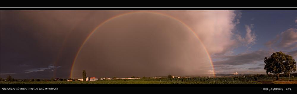 Regenbogen zwischen Filder und Schwäbischer Alb - Panoramabild