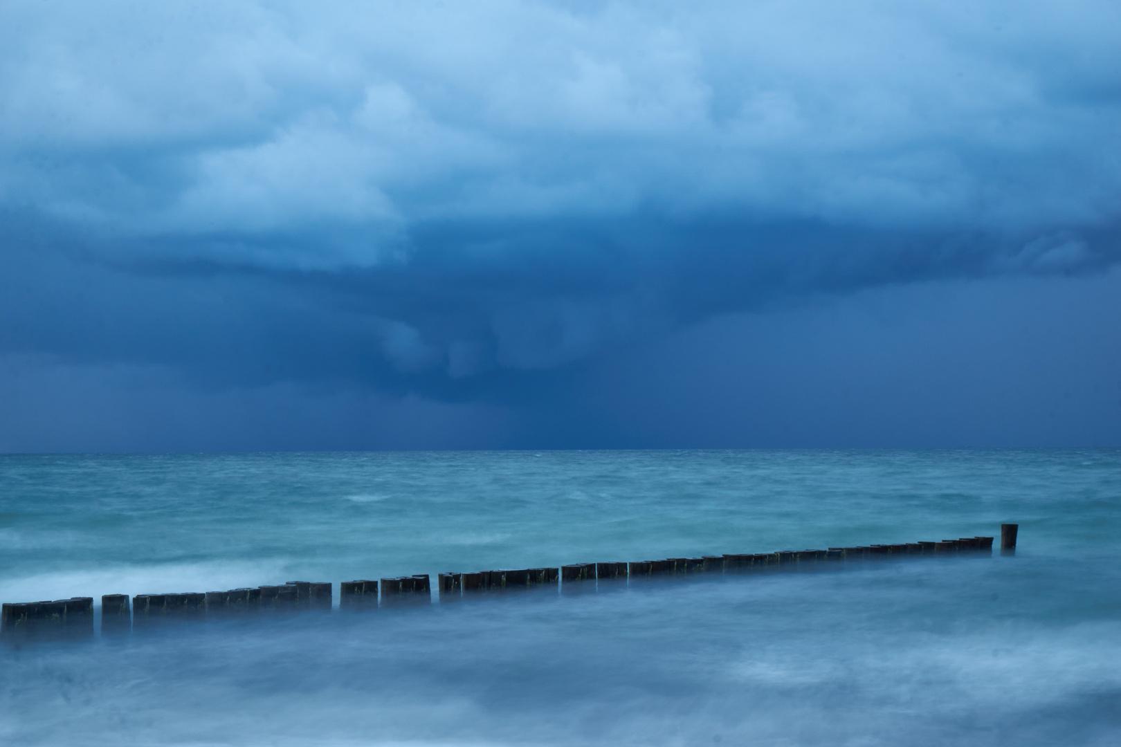 Regenfront am Strand