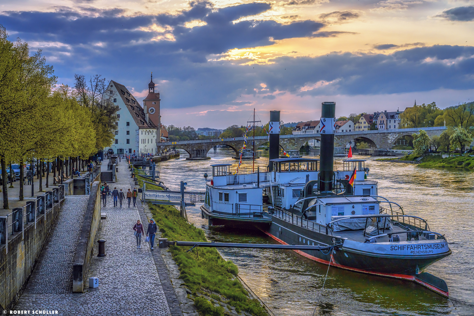 Regensburg: Abendspaziergang an der Donau