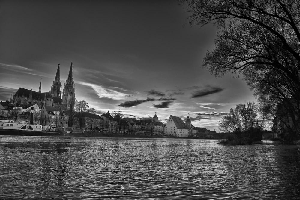 Regensburg HDR bei Nacht 1