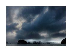 Regenschauer in der Halong Bucht