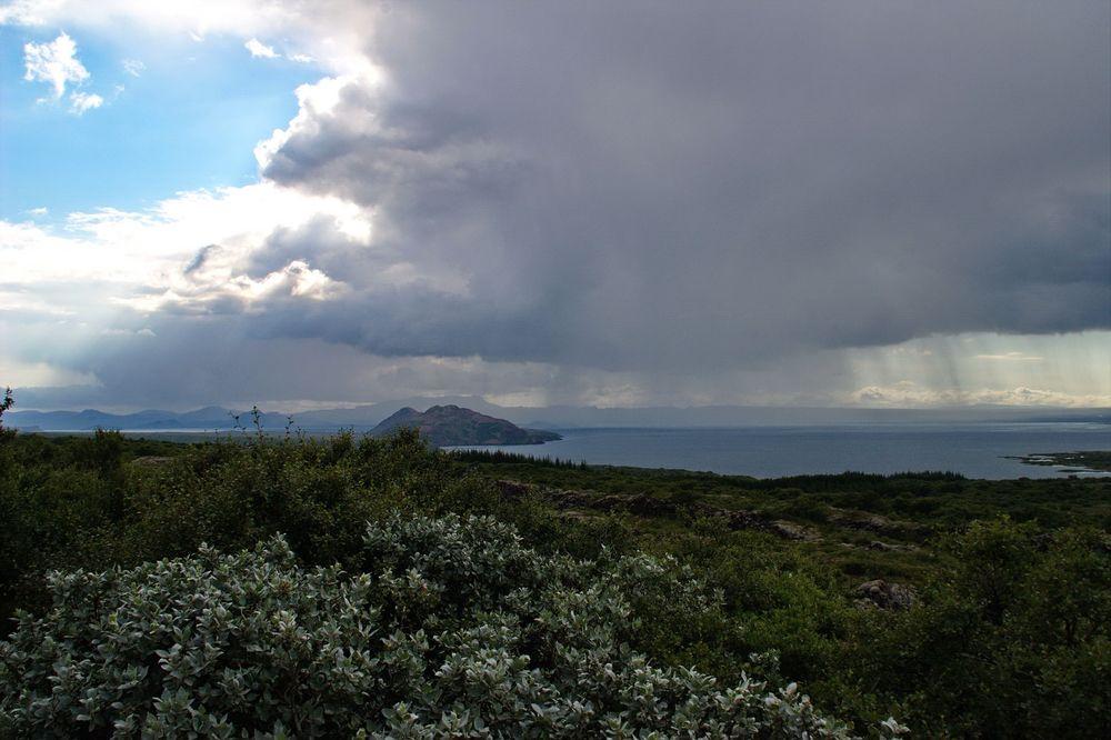 Regensturm über dem Thingvallavatn