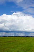Regenwolke - Höftdeich mit dem Blick zu den Truper Blänken