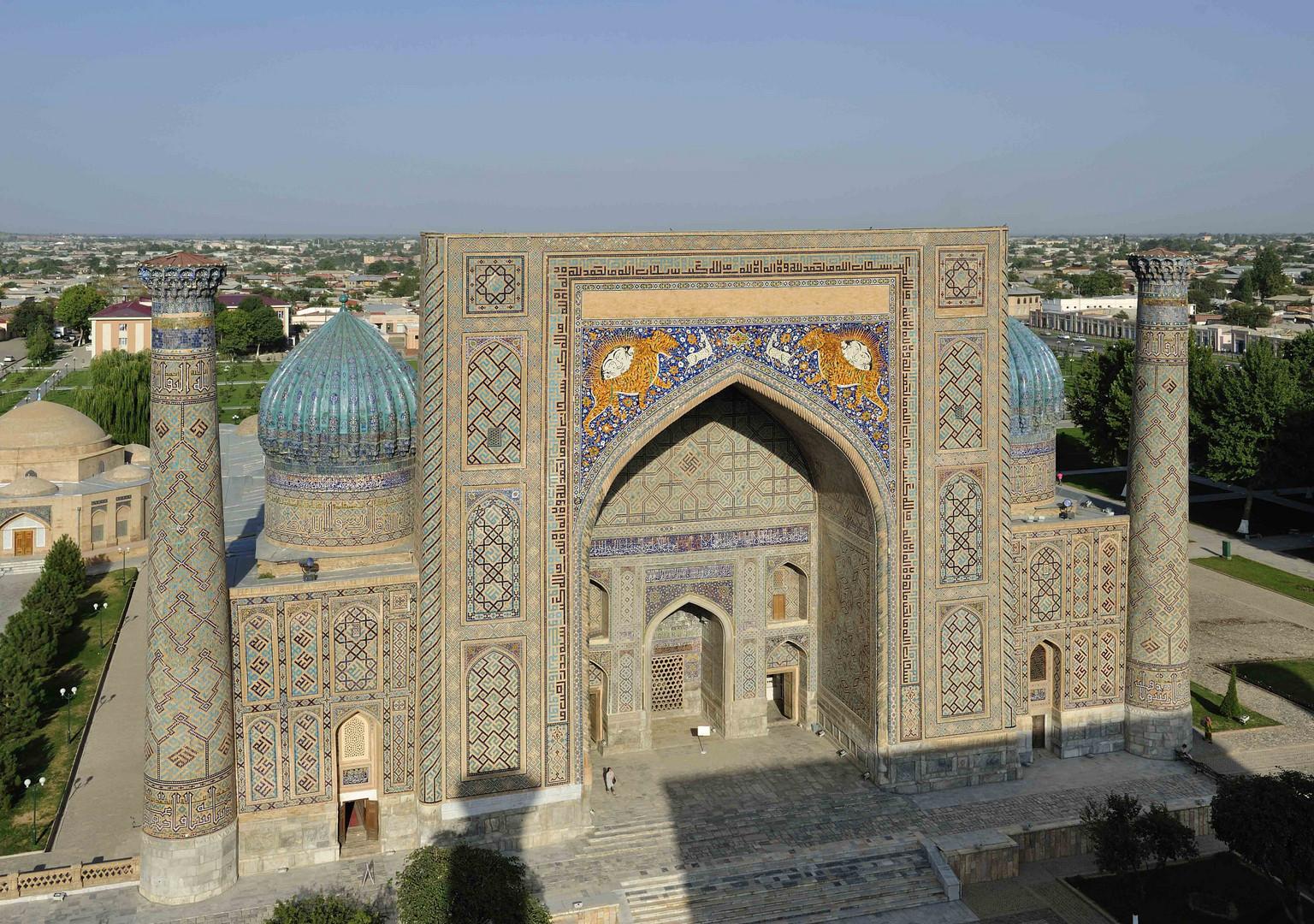 Registan vom Dach der Ulugbek-Medresse in Samarkand