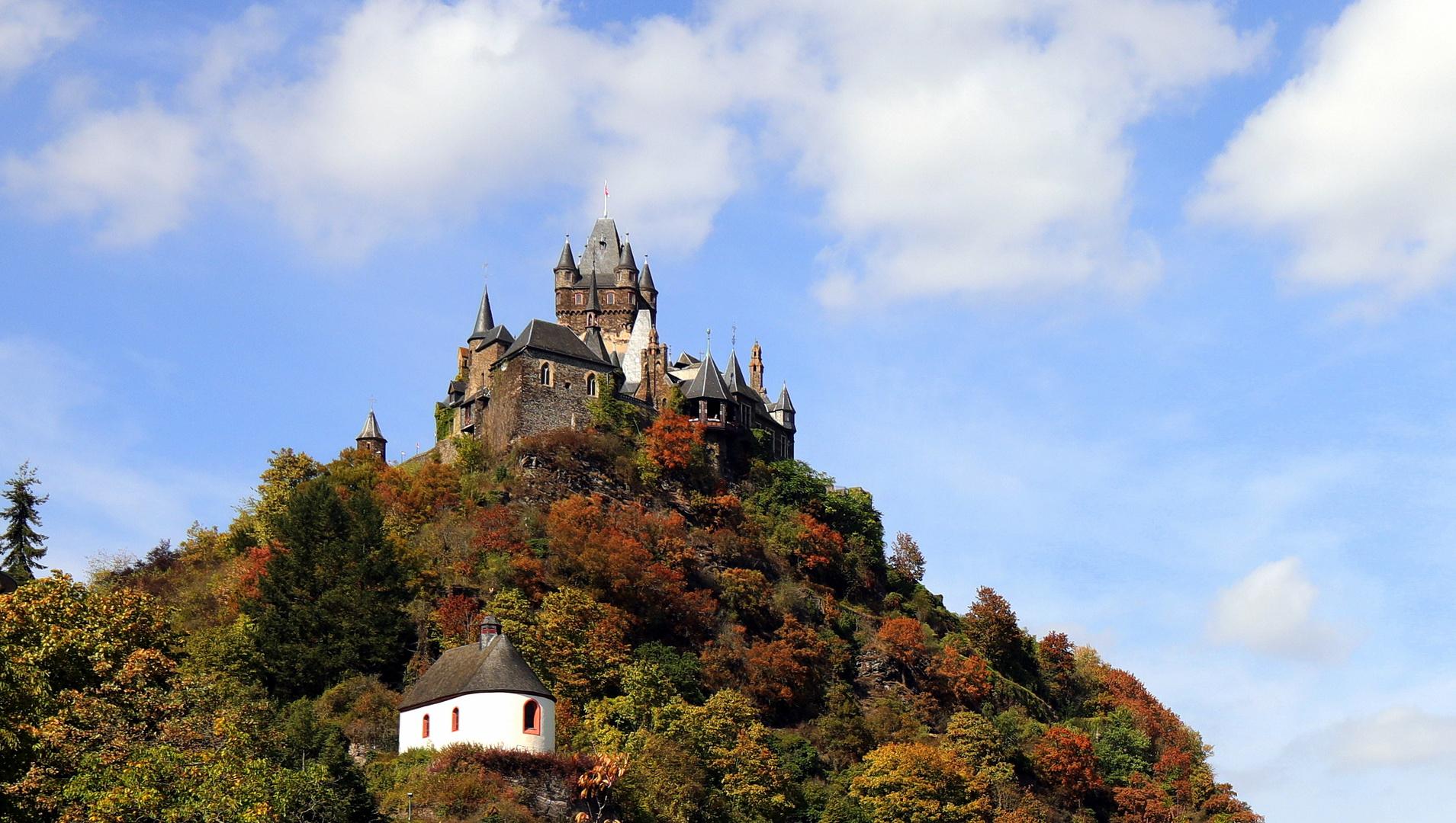 Reichsburg Cochem und Pestkapelle St. Rochus