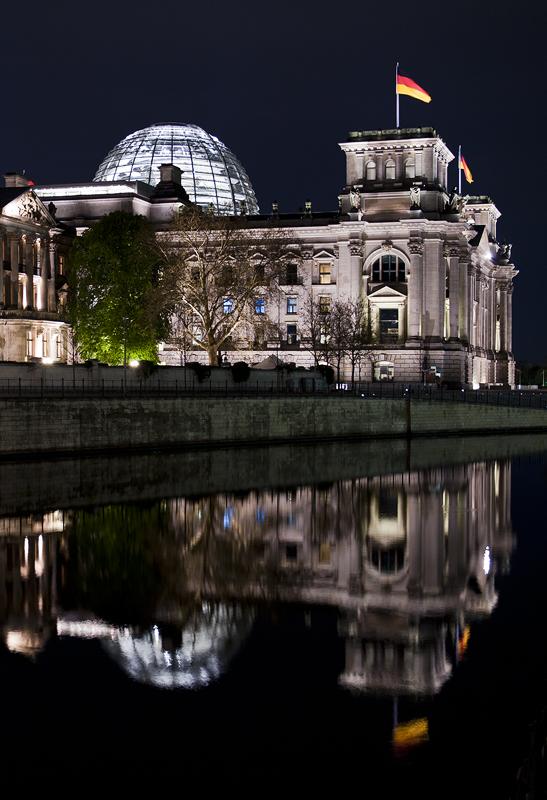 Reichstag bei Nacht