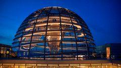 Reichstag in der blauer Stunde