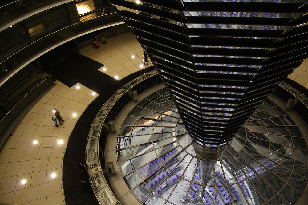 Reichstagkuppel in der Dämmerung