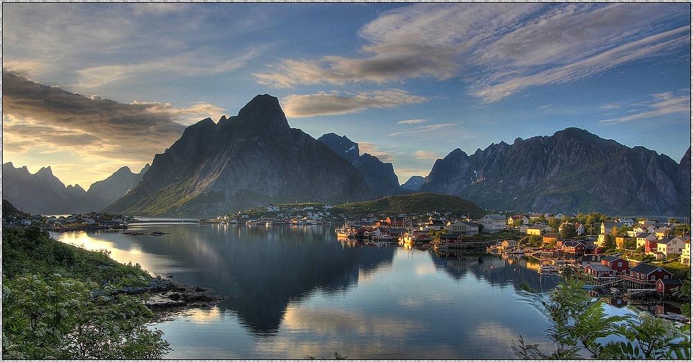 Reine auf den Lofoten in den letzten Sonnenstrahlen : Norwegen-Reise 2014
