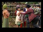 """Reisebericht: <Nord Myanmar> 07- Teil 7 """"Geschenke aus der Schweiz"""""""