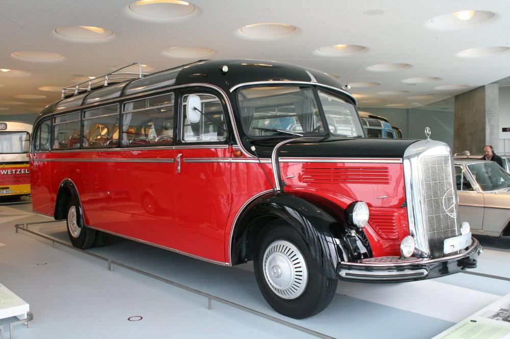Reisebus mit Stern