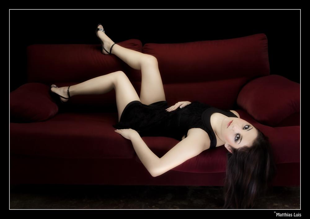 relaxed auf dem Sofa