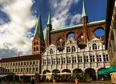 Renaissancelaube und gotische Schildwand