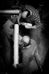 Reparatur am Abflussrohr
