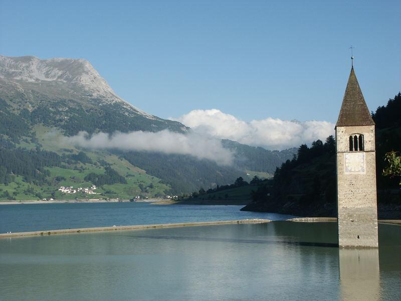 Reschensee- versunkener Kirchturm !