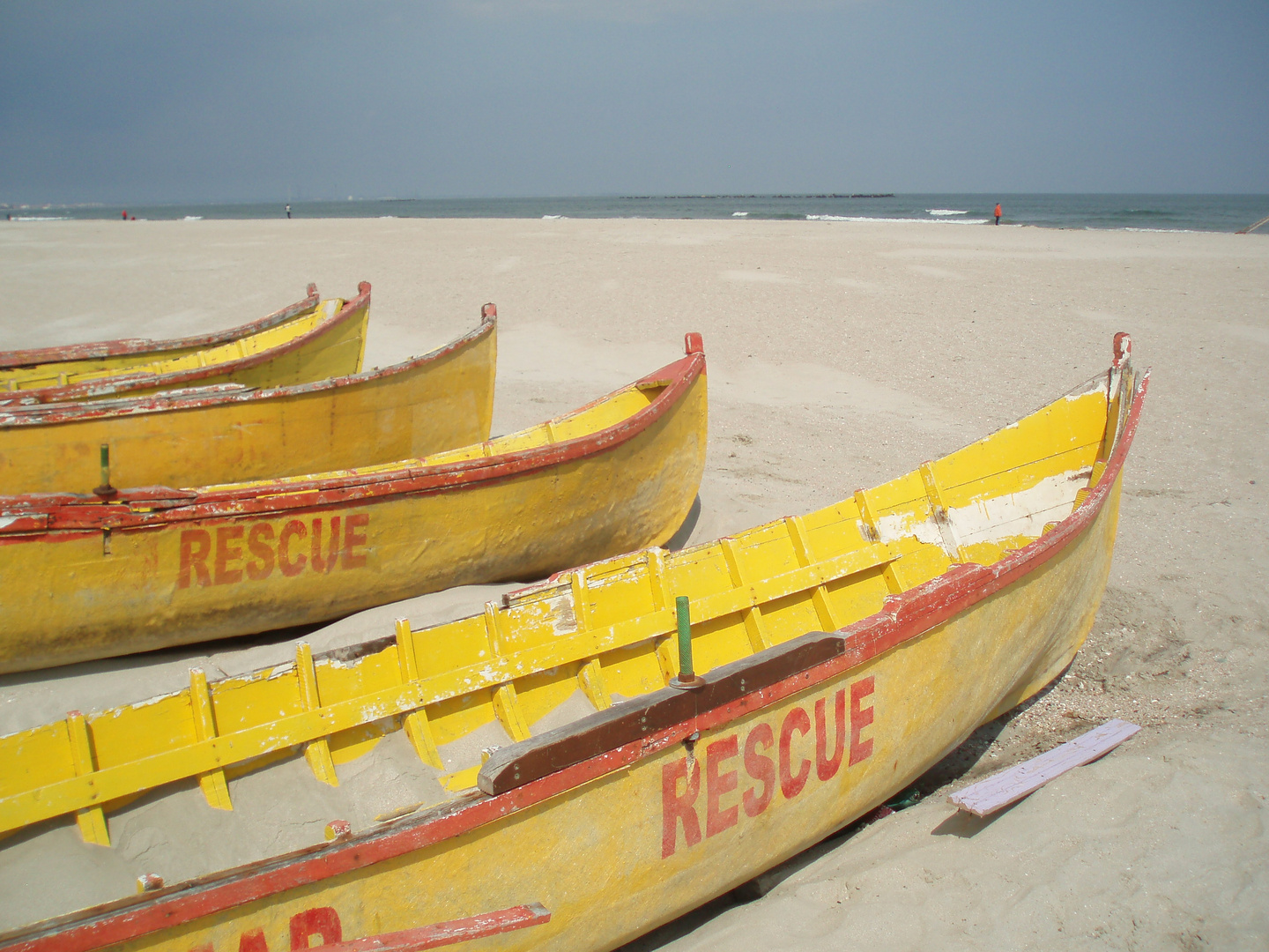 Rescue boats waiting