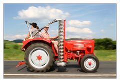 Resi, i hol di mit mei'm Traktor ab!