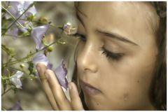 Respire tous leurs parfums , ma petite fleur .......