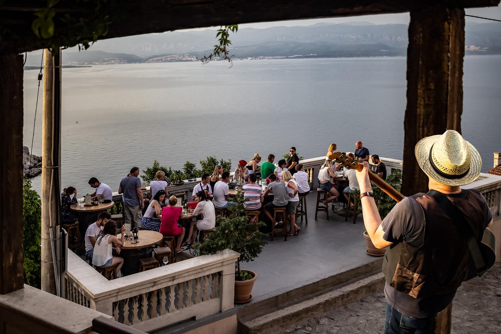 Restaurant con música