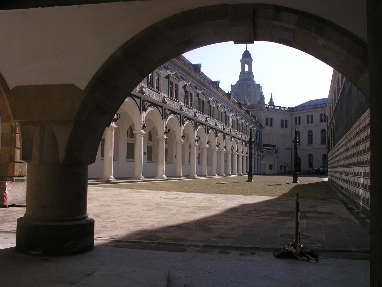 Restauriertes Dresden - Altstadt: der Stallhof