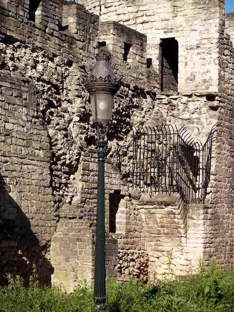 Reste der alten Stadtmauer von Brüssel