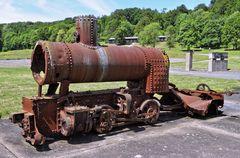 Reste einer Schmalspurlokomotive