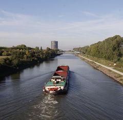 Rhein-Herne-Kanal und Gasometer in Oberhausen