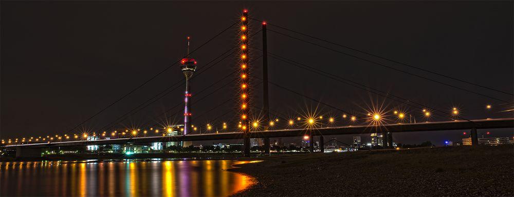 Rhein-Knie-Brücke mit Fernsehturm