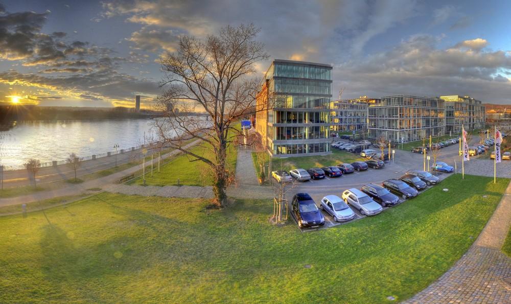 Rhein, Rohmühle, FC-Building und Posttower Bonn II