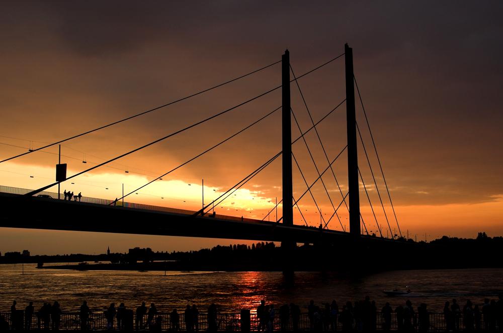 Rheinbrücke am Abend