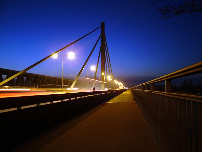 Rheinbrücke bei Nacht