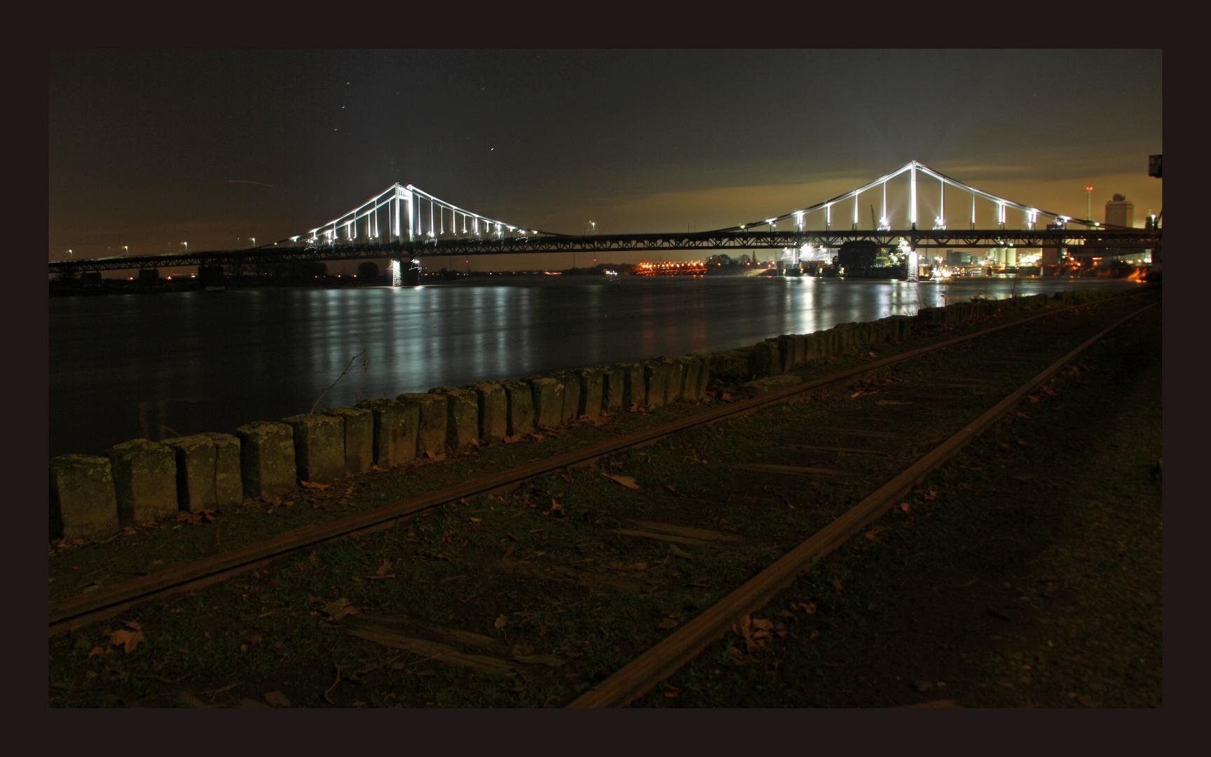 Rheinbrücke Krefeld Uerdingen bei Nacht