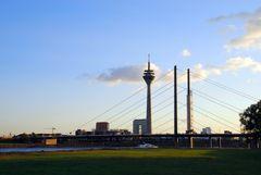 Rheinbrücke mit Funkturm
