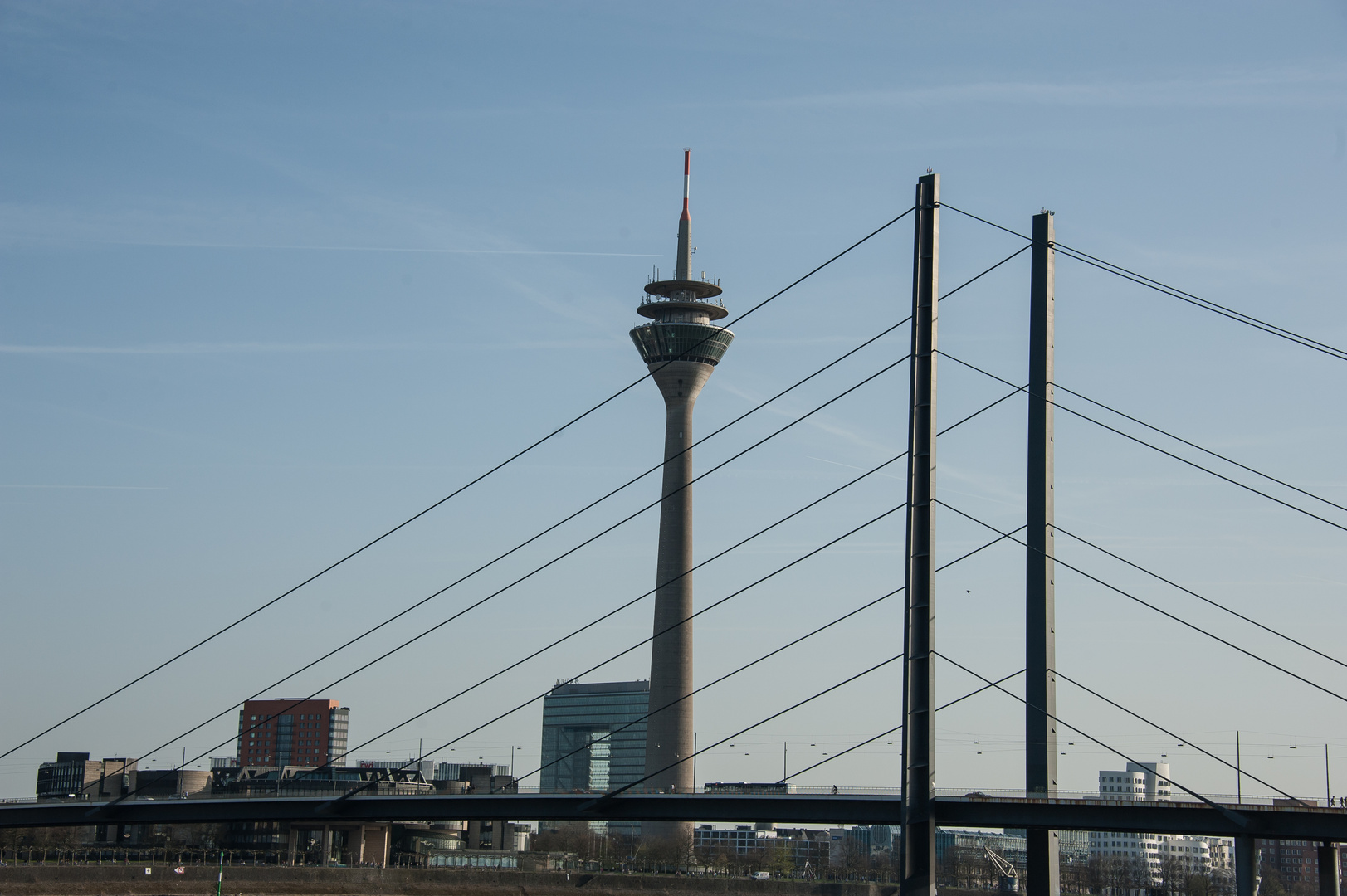 Rheinbrücke und Fernsehturm