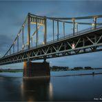 Rheinbrücke .... Verbindung zwischen Krefeld und Duisburg ..