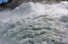 Rheinfall in Schaffhausen im Schweizer Norden gerstern Morgen