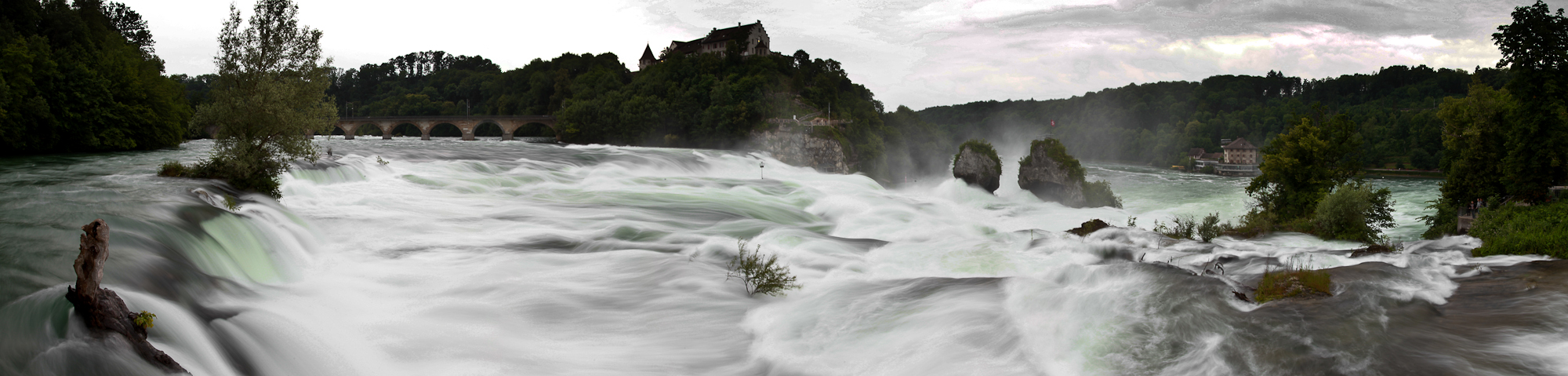 Rheinfall vor dem Gewitter