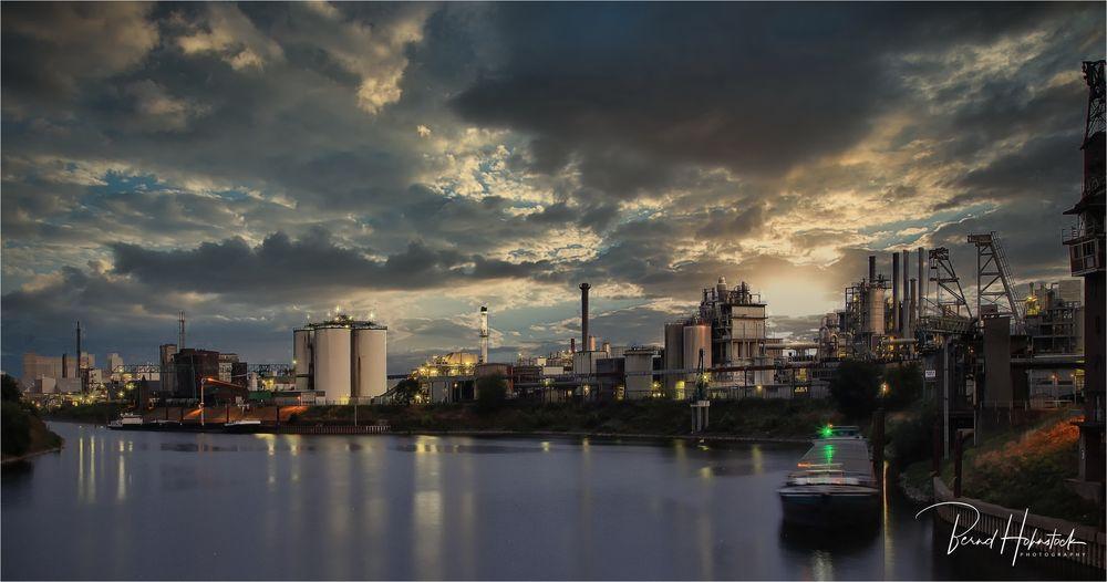 Rheinhafen Krefeld ..... bei Kilometer 762,1