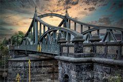 Rheinhafen Krefeld .....  historische Drehbrücke bei Kilometer 762,1